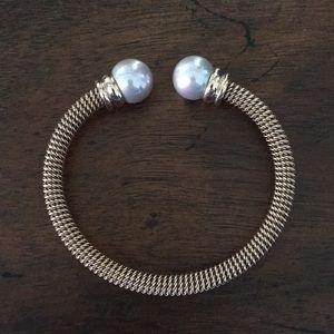 Jewelry - Majorica pearl bracelet